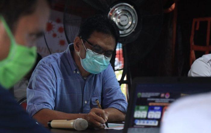 Bupati Barru, Suardi Saleh saat memberikan keterangan pers di Posko dan Media Center Tim Gugus Tugas Percepatan Penanganan Covid