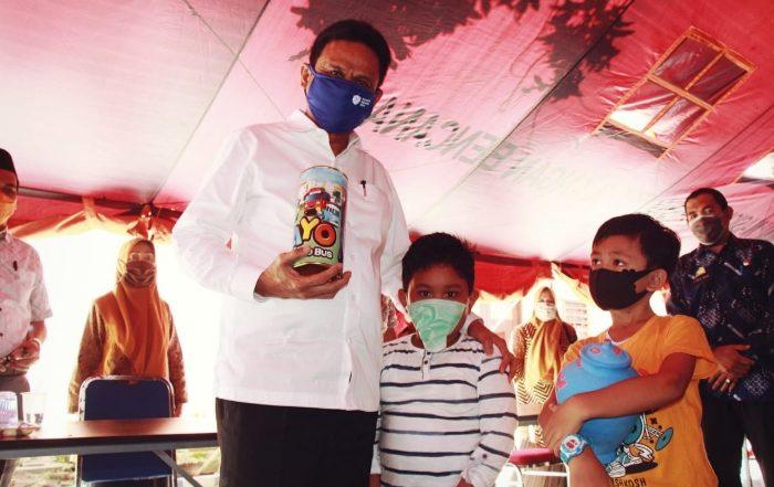 Dua Anak TK di Barru Serahkan Celengannya Bantu Atasi Corona