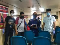 Antisipasi Covid-19, Kerabat H Irwan Bagikan Masker di Pulau Liukang Tangaya Pangkep