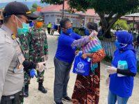 Rusda Mahmud Pimpin Penyemprotan Disinfektan dan Pembagian Sembako dan Masker di Kolaka Utara