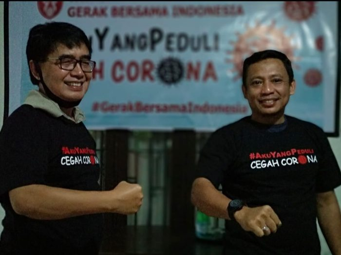 Kepala Stasiun LPP TVRI Sulawesi Selatan Drs Sifak Mashudi bersama Dewan Pembina Yayasan Gerakan Bersama Indonesia, Andi Yuslim Patawari.