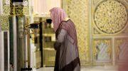 Pelaksanaan shalat tarawih pertama di Ramadhan 2020 di Masjid al-Haram dijaga ketat oleh petugas keamanan - Twitter Saudi Press Agency @SPAregions