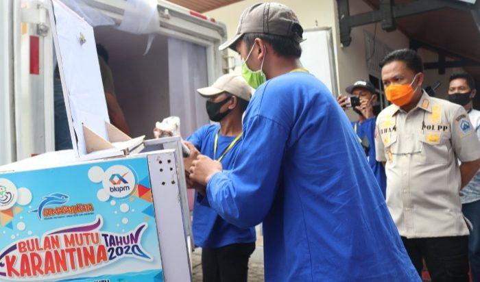 Azikin Solthan Bantu 350 Paket Ikan di Bantaeng