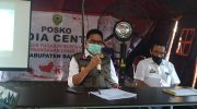 Bupati Barru Suardi Saleh memberikan keterangan pers di Posko dan Media Center Percepatan Penanganan Covid-19.