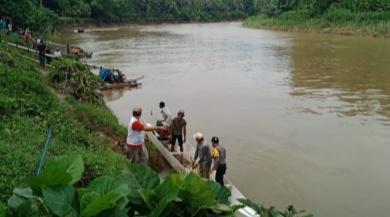 Lompat ke Sungai Saat Digerebek Judi Sabung Ayam, 3 Warga Polman Tenggelam