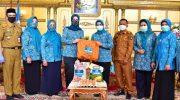 Priska Adnan Terima Bantuan 600 Paket Sembako dari TP PKK Sulsel