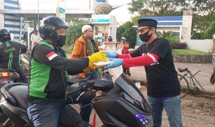 Relawan YGBI Kembali Bagi-bagi Takjil Buka Puasa untuk Warga di Gowa