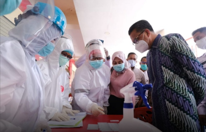Gubernur Sulsel Tinjau Lokasi Rapid Test Massal di Pasar Sentral