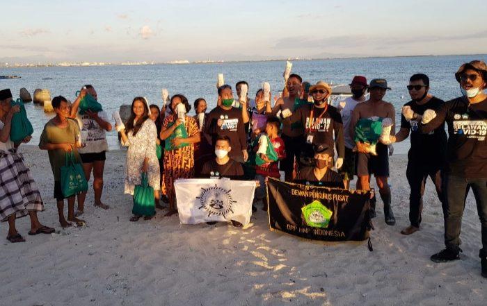 YGBI dan Aspeksido Bagikan Paket Sembako untuk Warga Pulau Samalona