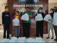 FKIK UIN Alauddin Bagikan Paket Sembako