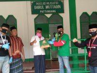 Bersama DMI Sulsel, YGBI Bagi-bagikan Pembersih Masjid di Maros dan Bone