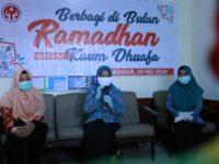 TP PKK Makassar Berbagi Paket Buka Puasa di Kelurahan Bontorannu