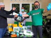 Anggota DPRD Bone Saifullah Latif Bagikan Bantuan untuk Warga Terdampak Covid-19