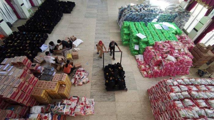 Stok bantuan sembako Covid-19 di Rujab Gubernur Sulawesi Selatan. (Ist)