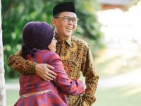 Nurdin Abdullah bersama Isterinya, Lies F Nurdin. (Ist)
