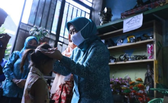 Peduli Kesehatan Anak, Ketua TP PKK Makassar Bagikan Masker