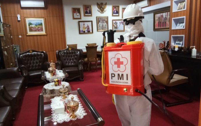 Hari Kedua, PMI Gowa Lakukan Penyemprotan Disinfektan di 109 Titik