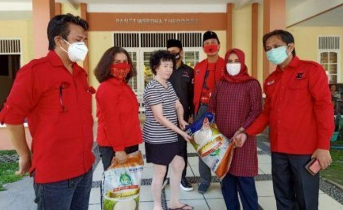 Fraksi PDI Perjuangan DPRD Makassar Kunjungi Panti Jompo