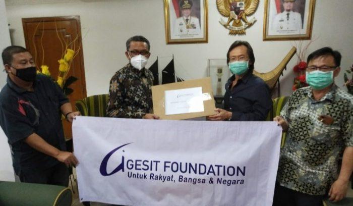 Ke Jakarta, Nurdin Abdullah Terima Donasi 3 Ventilator dari Gesit Foundation
