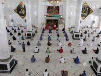 Shalat Jumat Pertama, Masjid Agung Syekh Yusuf Terapkan Protokol Kesehatan