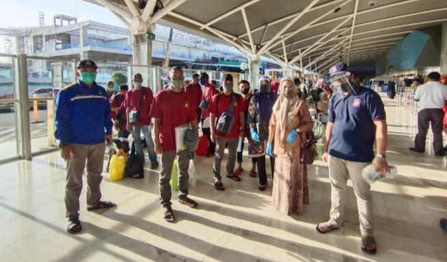 Pemkab Gowa Jemput Kedatangan 14 TKI dari Malaysia