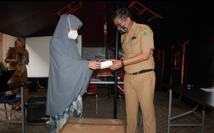 Anggota DPR RI Hasnah Syam Salurkan Bantuan 2.000 Alat Rapid Test untuk Barru