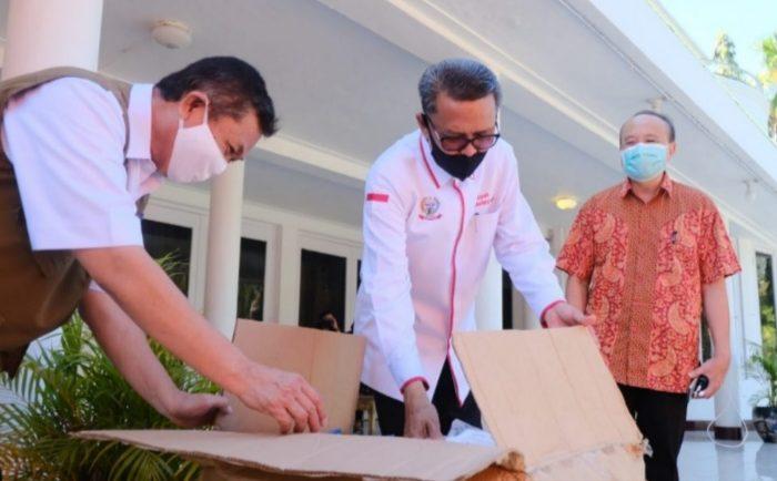 Terharu, Dokter Bambang Meneteskan Air Mata di Hadapan Gubernur Sulsel