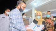 Gubernur Serahkan Rapid Test Untuk Pemeriksaan 4.000 Dosen Unhas