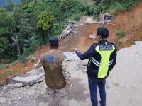 Bawa Bantuan, Wagub Sulsel Temui Korban Longsor Poros Palopo-Toraja