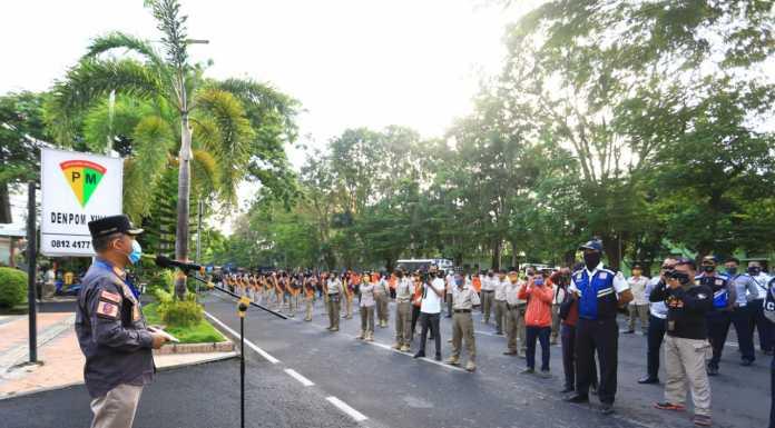 Pj Wali Kota Makassar Prof Yusran Lepas 3.000 Personil Penyemprotan Disinfektan Massal.