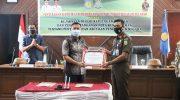 Apresiasi Kinerja Kejari, Bupati Selayar Serahkan Penghargaan