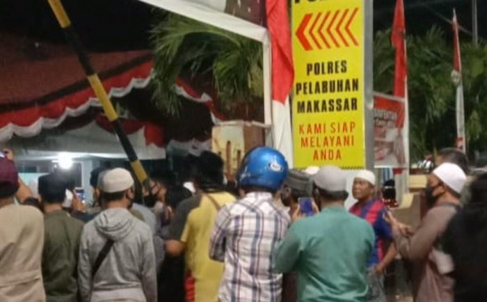 FPI Makassar Desak Polisi Jerat Wanita yang Viral Lempar Alquran
