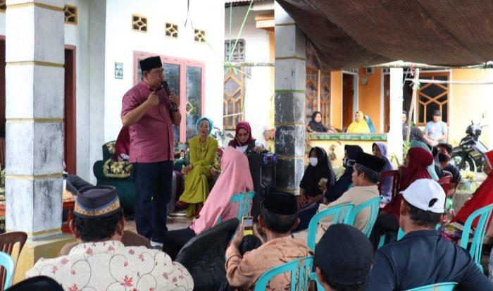 Askar HL saat melalukan sosialisasi di Kecamatan Rilau Ale, Jumat (10/7/2020)