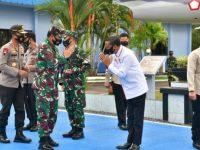 Gubernur Sulawesi Selatan, Prof HM Nurdin Abdullah, mendampingi Panglima TNI dan Kapolri.