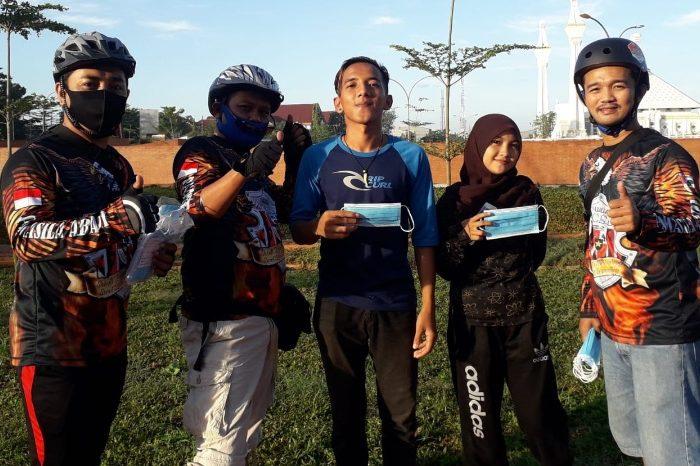 Sambil Gowes, Bikers Pemuda Pancasila Gowa Bagi-bagi Masker