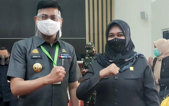Anggota DPRD Gowa Irmawati Haerudin bersama Bupati Gowa Adnan Purichta Ichsan.