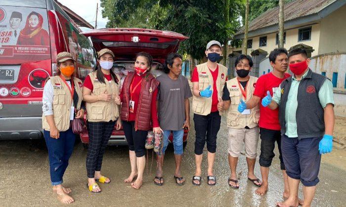 Baguna PDIP Sulsel Salurkan Bantuan untuk Korban Banjir Luwu Utara