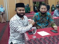 Ketua IKA FH UMI Andi Bakti Jufri (kiri) bersama Dr. Aksal Arsyad (Kanan). (Ist)