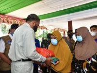 Gubernur Sulsel Serahkan Bantuan Darurat Rp 1,4 Miliar untuk Banjir Wajo