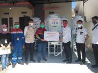 Pertamina MOR VII kembali menyerahkan bantuan wastafel portable kepada Kecamatan Soreng, Kota Parepare.