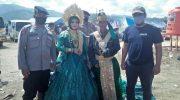 Viral Sepasang Kekasih Menikah di Tengah Pengungsian Banjir Lutra