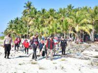 Gubernur Sulsel dan Pj Wali Kota Makassar Bawa Bantuan ke Pulau Terluar