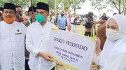 Menko PMK Doakan Korban Banjir Bandang Saat Jadi Khatib Shalat Idul Adha di Masamba