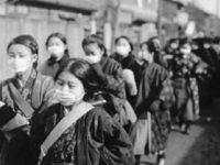 Para siswi di Jepang menggunakan masker dalam perjalanan ke sekolah pada tahun 1920.(BBC Indonesia/Getty Image)