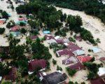 Foto udara kondisi perkampungan tertimbun lumpur akibat terjangan banjir bandang di Sejumlah Wilayah Kabupaten Luwu Utara, Sulawesi Selatan, Rabu, 15 Juli 2020. (Foto: Antara)