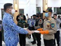 Pemkab Gowa Serahkan Ribuan Paket Lebaran untuk Petugas dan Relawan PSBB