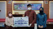 Bupati Gowa Terima Rp 100 Juta CSR Bank Sulselbar Cabang Gowa