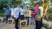 Galakkan Literasi, Arum Spink Serahkan Bantuan 20 Unit Komputer untuk Perpustakaan Desa