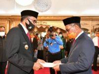 Gubernur Sulsel saat melantik Prof Dr Muhammad Djufri sebagai Kadis Pendidikan Sulsel.