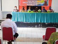 Sekda Selayar saat membuka penyuluhan dan penerangan hukum terkait dana desa di wilayah hukum Kejaksaan Negeri Selayar.
